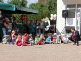 """Ralf Dammeyer mit den Kindern der Kita \""""Zweiburgenstadt\"""""""