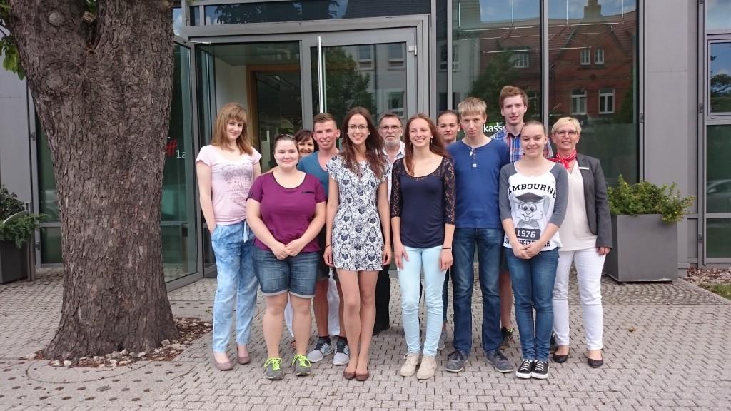 DSC_0353 Franziska Thomaß (2. v. r.) und Nils Kasseckert (4. v. r.) wurden nicht nur beim Deutschen Gründerpreis für Schüler geehrt, sondern sie gewannen auch den Innovationspreis.