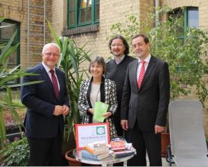 Bibliotheksdirektor Eberhard Kusber, Herbstlese-Chefin Monika Rettig, Sparkassenregionaldirektor Frank Neubert und Vereinsvorsitzender Dirk Löhr