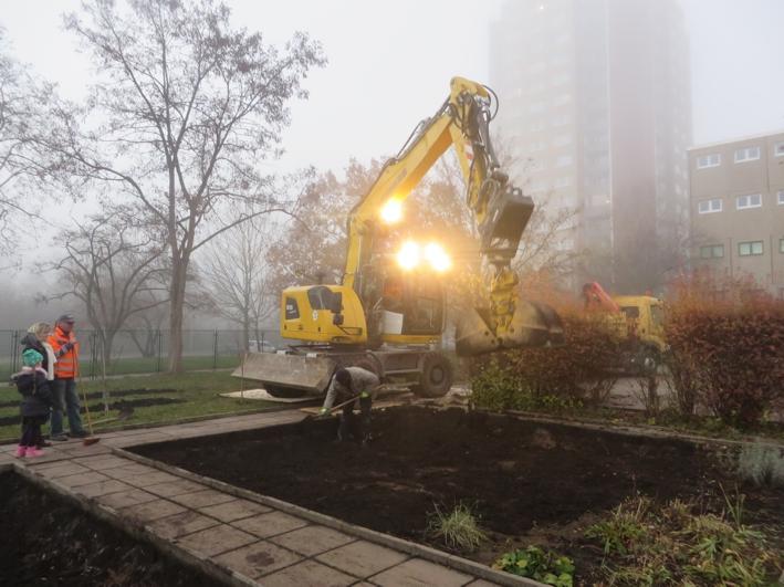 Alles muss raus: der Mutterboden wird abtransportiert