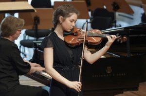 Sie spielt gerne die erste Geige – Stipendiatin Franziska Stemmer